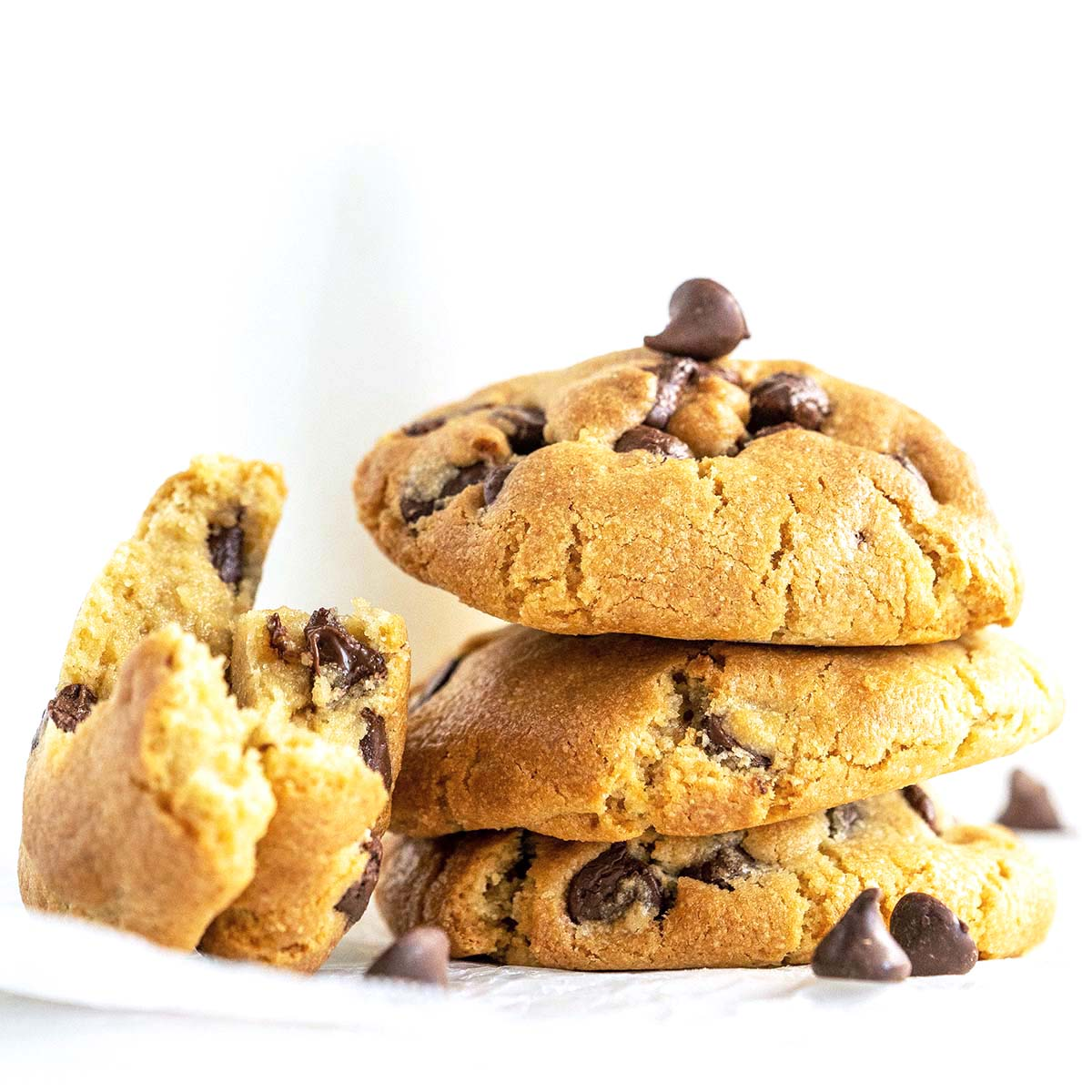 chocolate chip air fryer cookies featured image